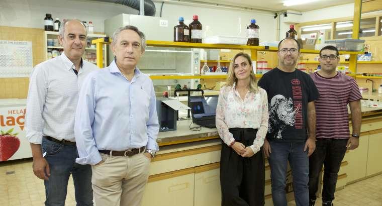 La UA desarrolla un dispositivo que detecta las almendras amargas