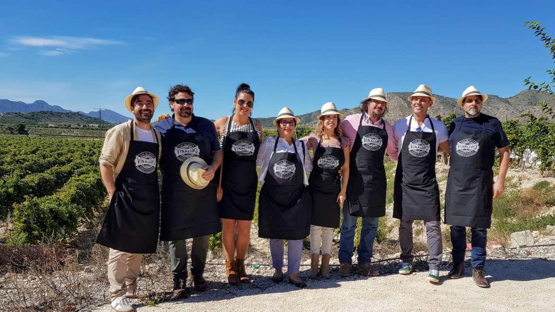 Un selecto grupo de cocineros y cocineras de la provincia conocen las excelencias de la uva del Vinalopó