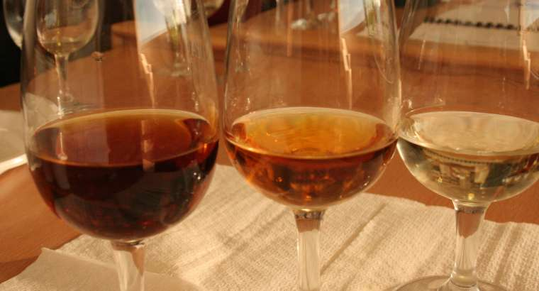 Sumilleres de la Marina Baixa apoyan a los Vinos Alicante DOP con una cata virtual